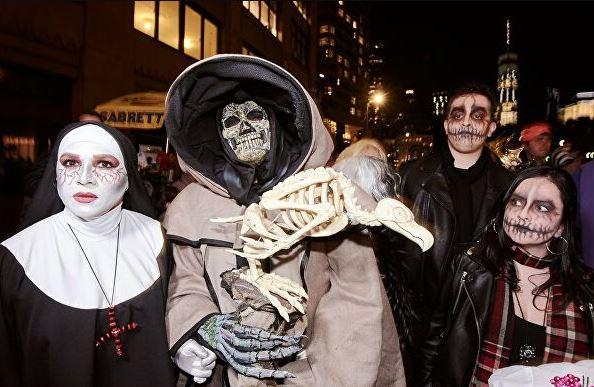 Участники праздника Хэллоуин