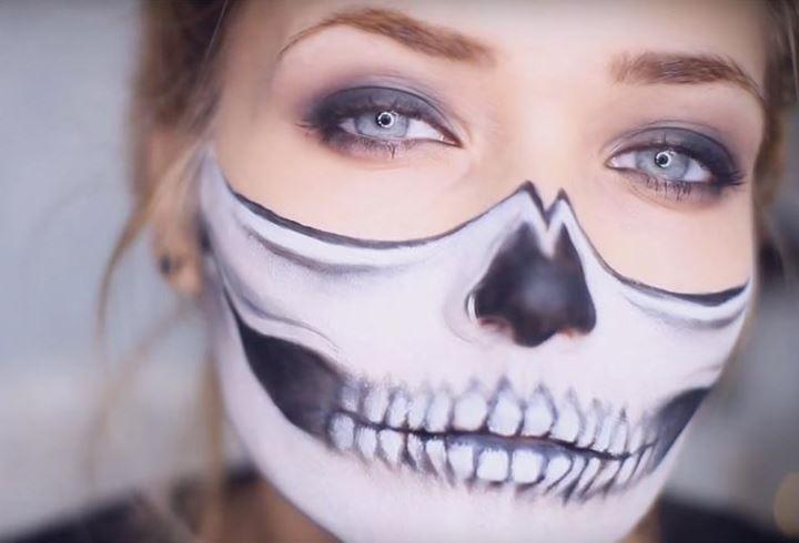 Рот скелета на Хэллоуин