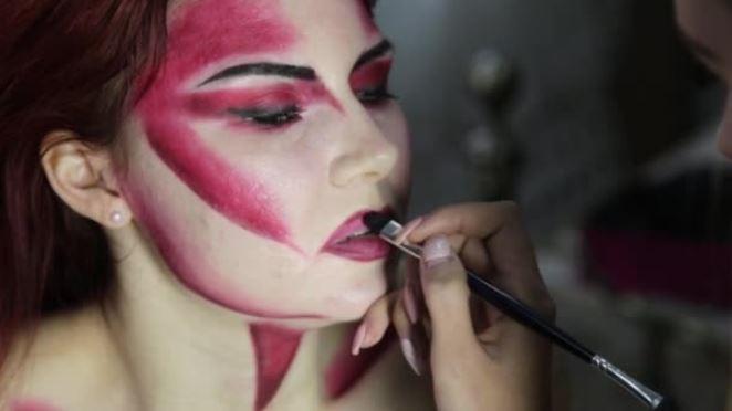 Нанесение макияжа на Хэллоуин
