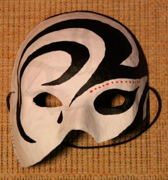 Маска из папье-маше на Хэллоуин