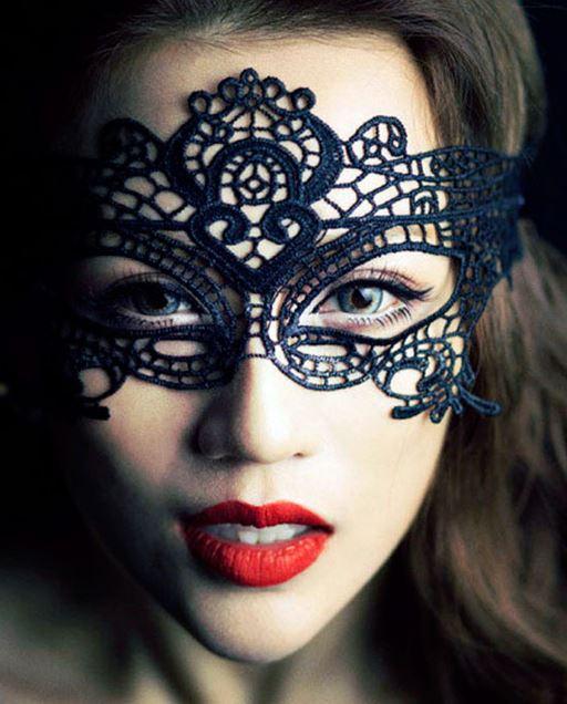 Маска и макияж на Хэллоуин