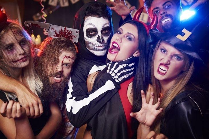 Празднование Хэллоуина в клубе