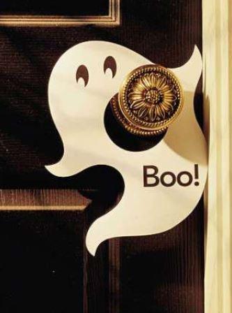Украшение дверной ручки на Хэллоуин